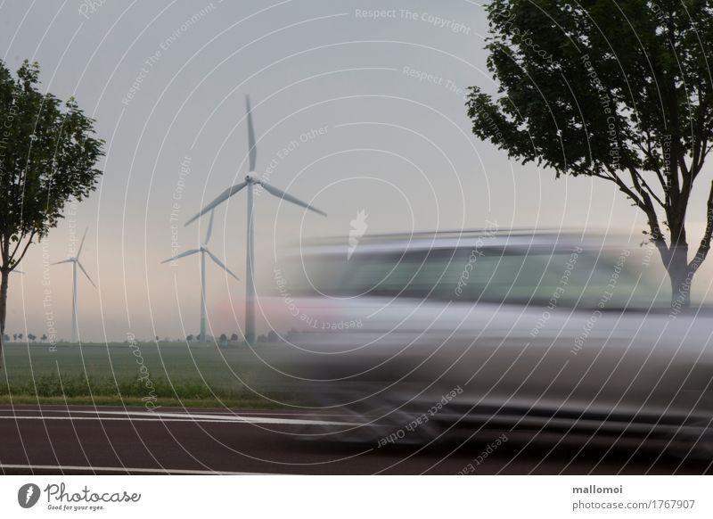 Elektroauto Ferien & Urlaub & Reisen Straße Wege & Pfade Bewegung PKW Energiewirtschaft Zukunft Geschwindigkeit Güterverkehr & Logistik fahren Windkraftanlage