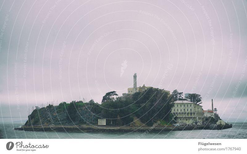 Alcatraz (eins) Justizvollzugsanstalt sitzen einsitzen Insel gefangen San Francisco Kalifornien USA Amerika Westküste Leuchtturm Gefängniszelle Täter Mörder
