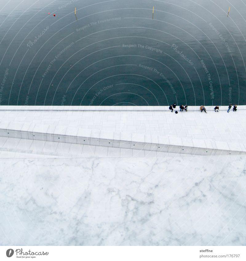 OSLO OPERA HOUSE Wasser Meer ruhig Erholung Wand Menschengruppe Mauer Freundschaft Küste sitzen Schwimmbad atmen Terrasse Sehenswürdigkeit Marmor Hafenstadt