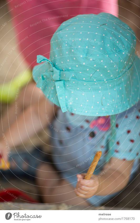 """be""""hütet"""" Kleinkind Mädchen Kindheit Körper Arme Hand Finger Beine Fuß 1 Mensch 1-3 Jahre Sandkasten Salzstangen Kinderhut Kopfbedeckung Essen sitzen Spielen"""