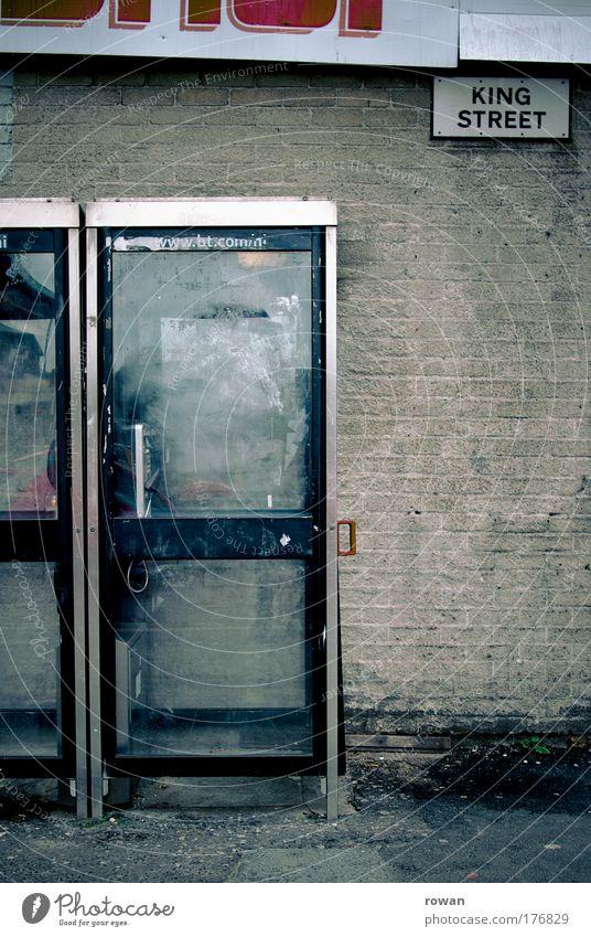 King Street Farbfoto Gedeckte Farben Textfreiraum rechts Tag Haus Bauwerk Gebäude Architektur Mauer Wand Fassade alt trist Stadt Armut kalt Kommunizieren