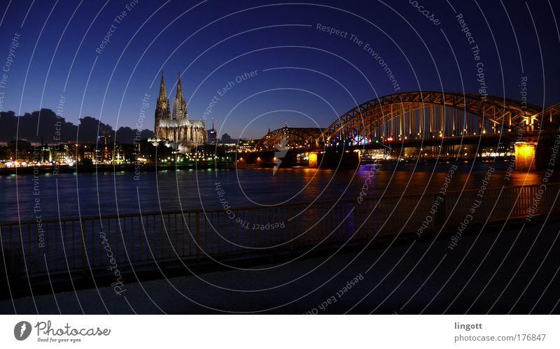Kölner Dom & Hohenzollernbrücke bei Nacht Religion & Glaube Horizont Brücke Skyline Wahrzeichen Dom