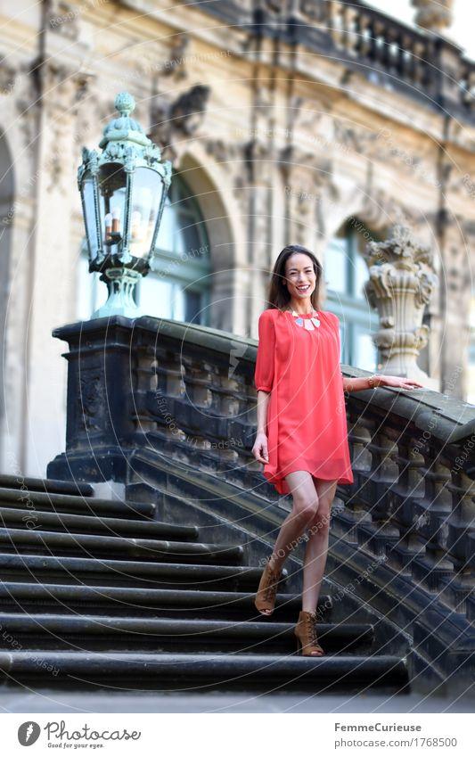 LadyInRed_1768500 Mensch Frau Jugendliche schön Junge Frau ruhig 18-30 Jahre Erwachsene Beleuchtung Lifestyle feminin Stil Mode Treppe elegant Fröhlichkeit