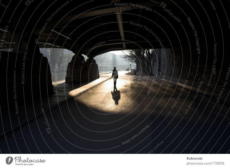 Die dritte Frau Mensch Erholung Bewegung Glück Traurigkeit gehen Brücke Vergänglichkeit Tunnel Hauptstadt Inspiration Österreich Fußgänger Wien