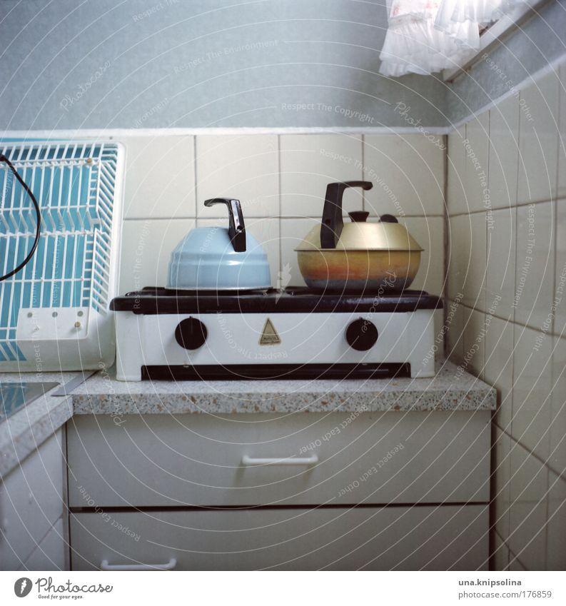 smile Heißgetränk Tee Häusliches Leben Wohnung Garten einrichten Möbel Küche außergewöhnlich eckig Sauberkeit blau weiß Herd & Backofen Kessel Schrank Schublade