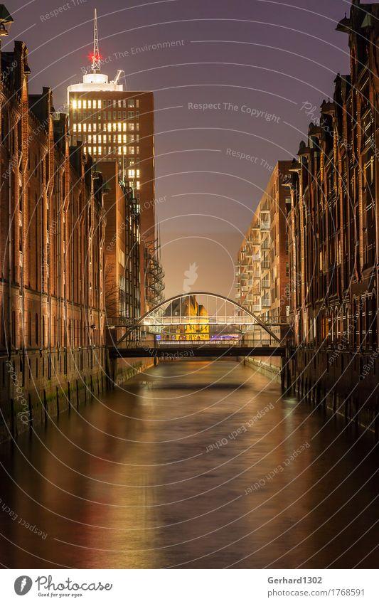 Fleetbrücke Speicherstadt Hamburg bei Nacht Stadt Wasser Architektur Business Stimmung Tourismus Büro Wachstum kaufen Brücke Wandel & Veränderung