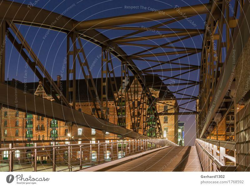Historische Brücke zur Speicherstadt Hamburg Stadt blau grün Architektur Wand Wege & Pfade Mauer braun orange Tourismus kaufen Güterverkehr & Logistik Hafen