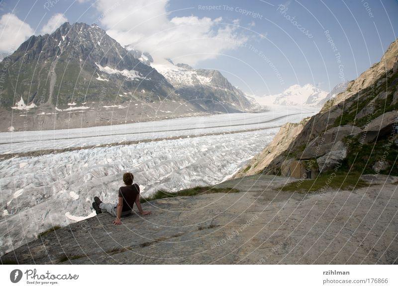 Aussicht auf den Aletschgletscher. Mensch Frau Himmel Natur Jugendliche Wasser Sommer Wolken Erwachsene Landschaft Berge u. Gebirge Erde Eis groß 18-30 Jahre