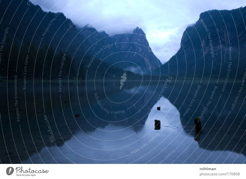 Toblachersee Natur kalt Gefühle Berge u. Gebirge Glück Traurigkeit See Landschaft Zufriedenheit Stimmung nass natürlich Sorge Glätte Symmetrie Italien