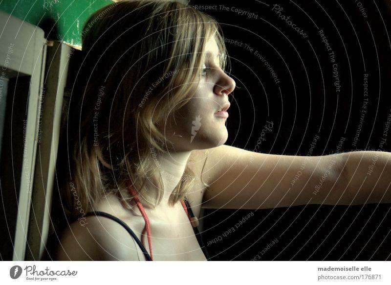 reflexion Gedeckte Farben Licht Schatten Haare & Frisuren Haut Gesicht Dachboden feminin Junge Frau Jugendliche Kopf Auge Nase Mund Lippen Arme atmen Denken