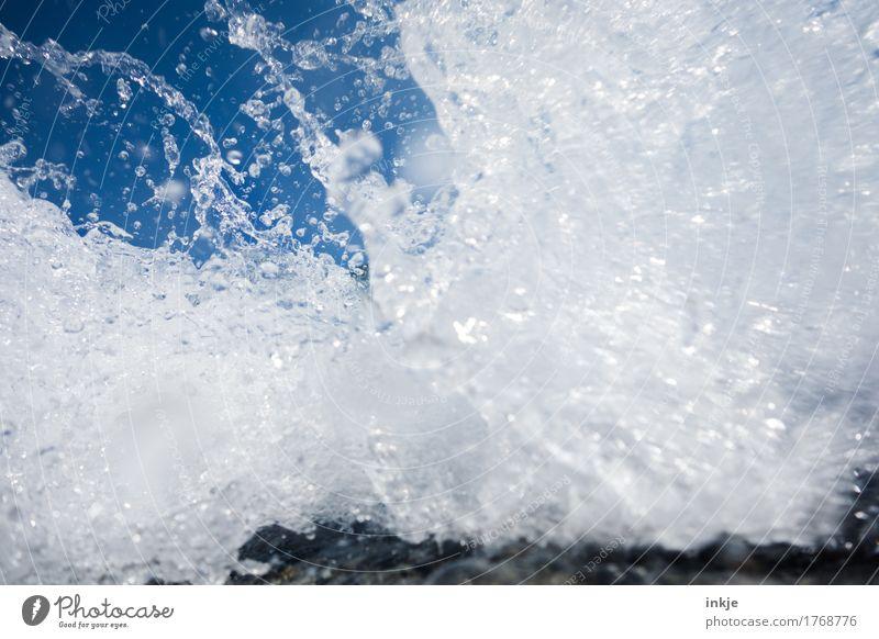 Erfrischung Wasser Wassertropfen Wolkenloser Himmel Sommer Schönes Wetter Meer Gischt Brandung nass Sauberkeit wild blau weiß rein Klarheit Klarer Himmel