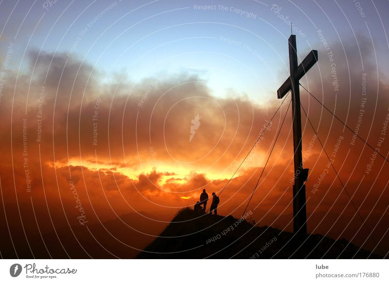 Morgenrot am Gipfel Natur Himmel Sonne Sommer Ferien & Urlaub & Reisen ruhig Wolken gelb Ferne Berge u. Gebirge Landschaft wandern Wetter Abenteuer Tourismus