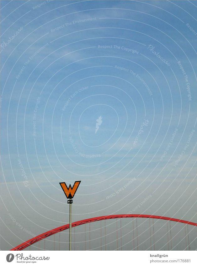 It's a Mad Mad Mad Mad World Himmel blau rot Schilder & Markierungen Brücke Schriftzeichen Hinweisschild Zeichen Typographie Bogen Bildausschnitt Anschnitt Warnschild Großbuchstabe Eisenbahnbrücke Vor hellem Hintergrund