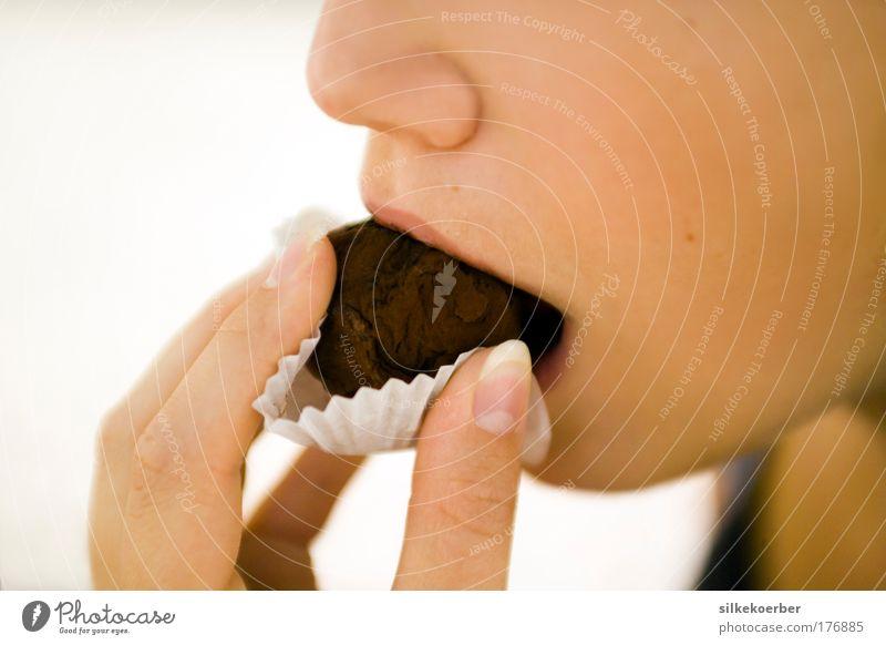 amère et fine ll Dessert Süßwaren Schokolade Konfekt Essen Junge Frau Jugendliche Kopf Mund 1 Mensch 18-30 Jahre Erwachsene genießen träumen lecker süß braun