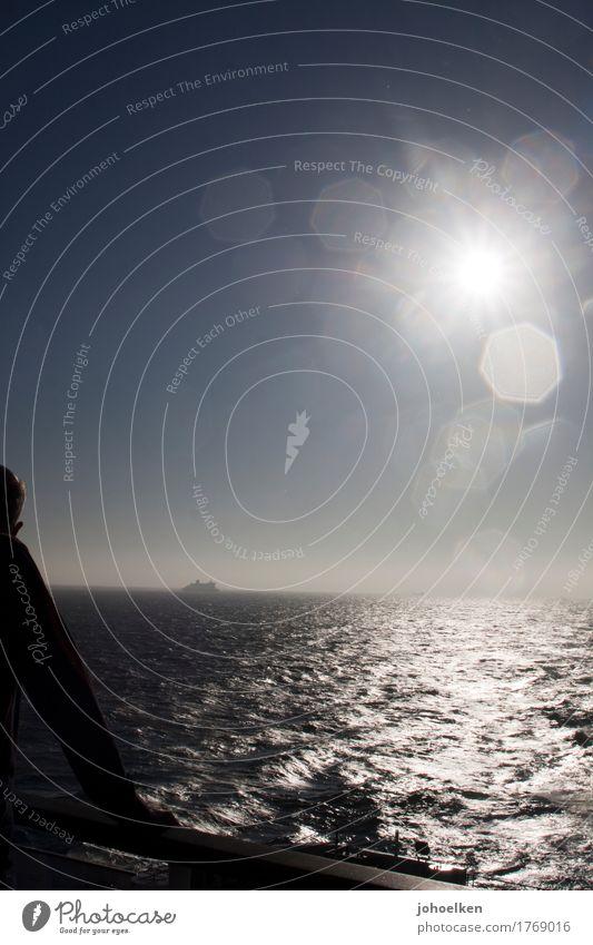 Weitblick Mensch Himmel Ferien & Urlaub & Reisen Mann Wasser Sonne Meer ruhig Ferne Erwachsene Denken Freiheit Tourismus Horizont maskulin leuchten