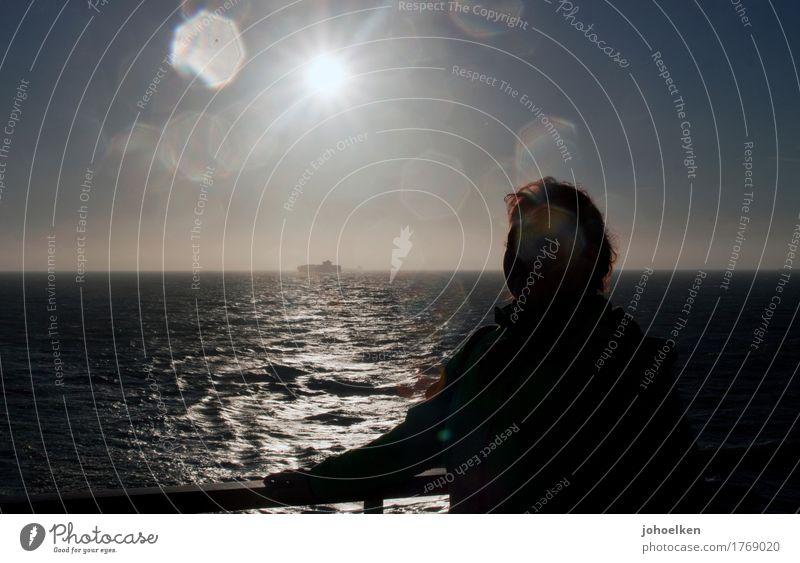 Einblick Mensch Ferien & Urlaub & Reisen Jugendliche Junge Frau Wasser Sonne Meer ruhig Ferne 18-30 Jahre Erwachsene feminin Tourismus Horizont glänzend Nebel