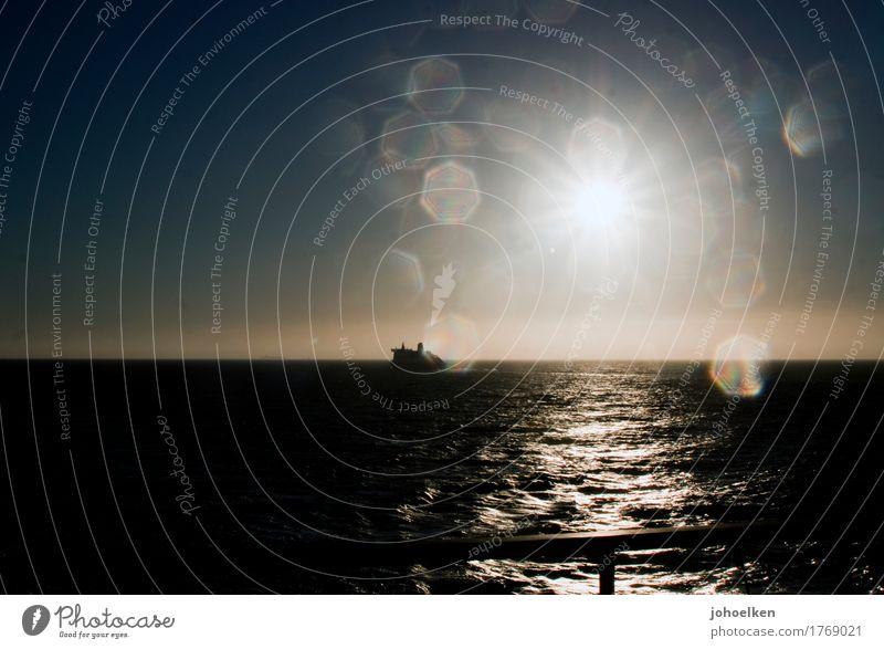 Ausblick Wasser Wassertropfen Wolkenloser Himmel Horizont Sonne Sonnenaufgang Sonnenuntergang Sonnenlicht Schönes Wetter Wellen Meer Schifffahrt Passagierschiff