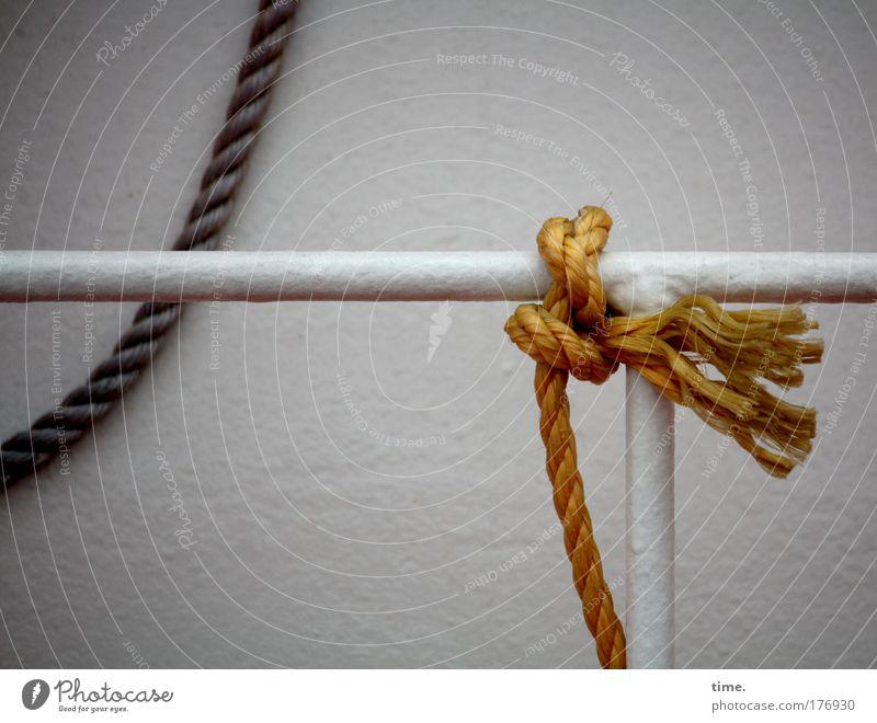 [KI09.1] - Ein Schiffchen ist trotzdem kein Ponyhof Wasser Wasserfahrzeug Seil Hafen Stab Knoten Lack Reling lackiert rechtwinklig Bootslack