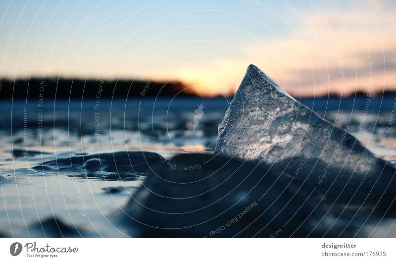 Eisbergsalat Wasser Sonne blau Winter gelb kalt oben gold Coolness Frost Spitze geheimnisvoll unten Gipfel leuchten
