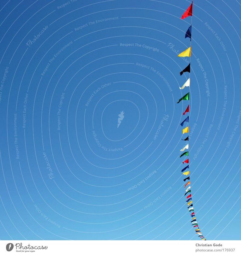 Fähnchen Himmel weiß grün blau Strand Ferien & Urlaub & Reisen schwarz gelb Dekoration & Verzierung Fahne Schnur mehrfarbig Blauer Himmel himmelblau Girlande Belgien