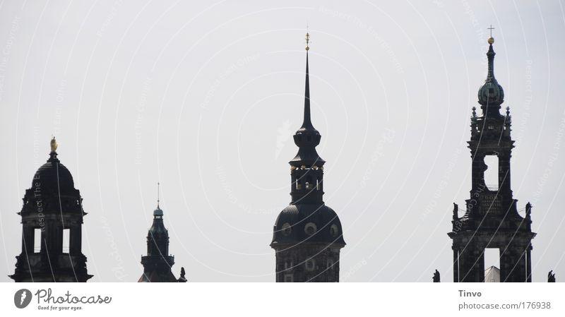 Dresdner Türme Gedeckte Farben Außenaufnahme Menschenleer Textfreiraum links Textfreiraum oben Tag Schatten Kontrast Silhouette Hauptstadt Altstadt Skyline