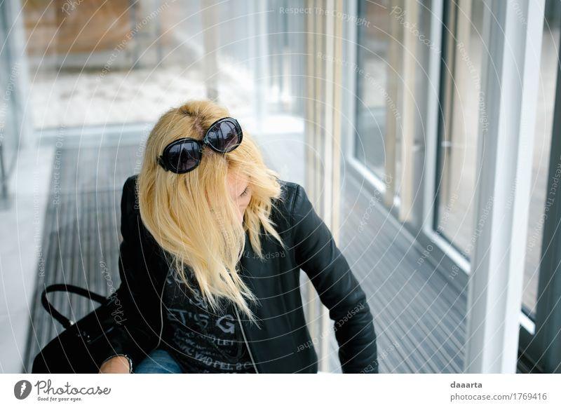 etwas suchen? Frau Jugendliche Junge Frau Freude Wärme Leben Gesundheit feminin Stil Freiheit Stimmung Design wild Wohnung Freizeit & Hobby Häusliches Leben