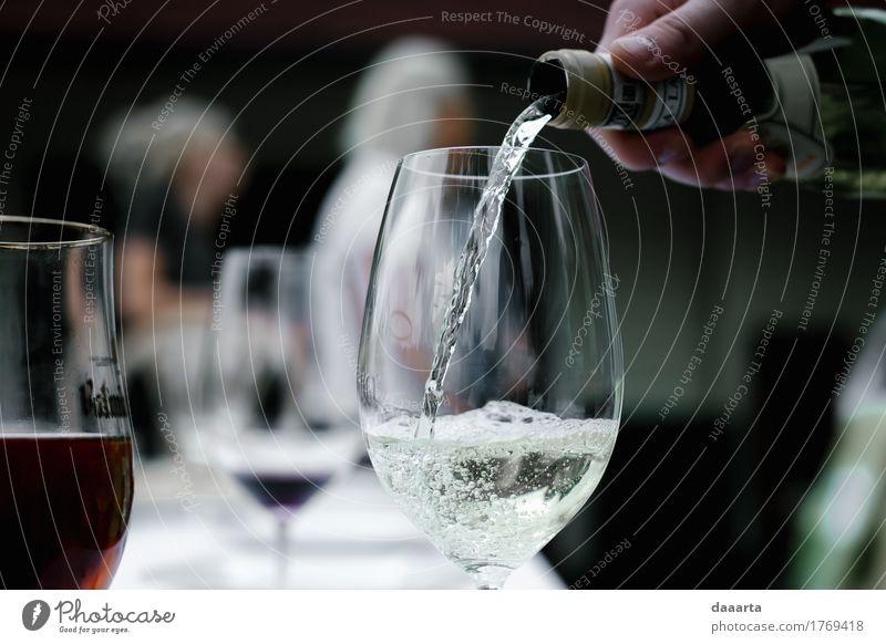 kalt Leben Lifestyle Stil Freiheit Feste & Feiern Stimmung Design Freizeit & Hobby Glas authentisch genießen Abenteuer Freundlichkeit Getränk trinken Wein
