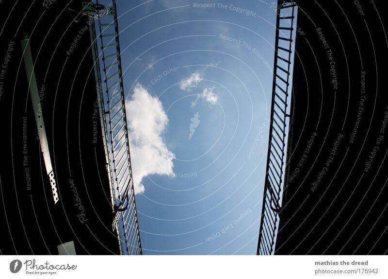 EBERSWALDER Himmel blau Sommer Wolken Architektur Tod hoch Schönes Wetter Zaun Barriere Stahl Personenverkehr skurril U-Bahn Bahnhof Eisen
