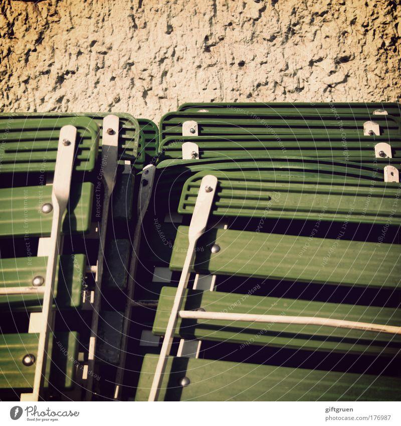 closing time ruhig Wand Mauer Arbeit & Erwerbstätigkeit Stuhl Gastronomie Restaurant Ende Dienstleistungsgewerbe Bar Gesetze und Verordnungen Nachtleben ausgehen Kellner Kellnern Klappstuhl