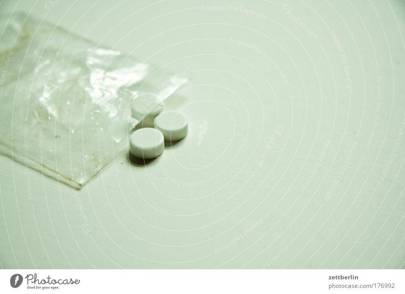 Arnika Apotheke Medikament Drogerie Gesundheit globuli Gesundheitswesen Tablette Tüte Plastiktüte Verpackung Folie 3 Süßstoff saccharin Alternativmedizin