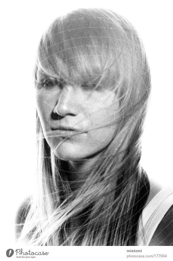 m i l k weiß Einsamkeit feminin Gefühle Haare & Frisuren Traurigkeit blond Sehnsucht Fernweh