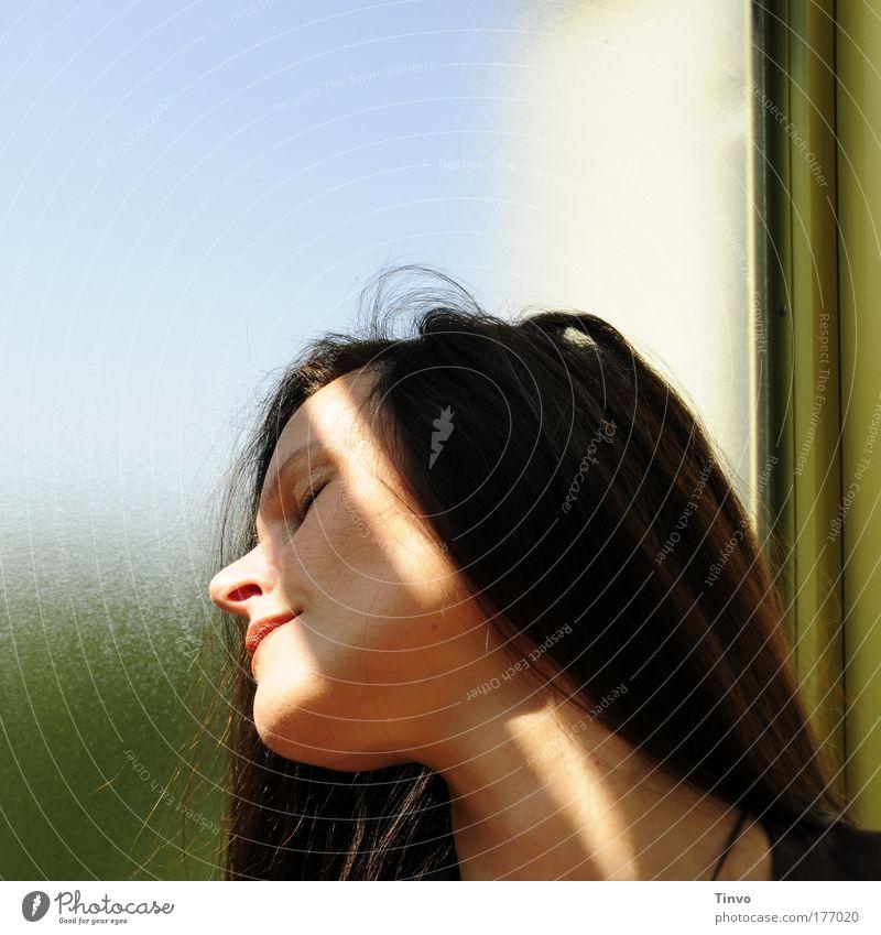 ich träume mich zu dir... Frau Mensch schön Gesicht ruhig Erholung feminin Glück Haare & Frisuren träumen Kopf Mund Zufriedenheit Erwachsene Nase schlafen