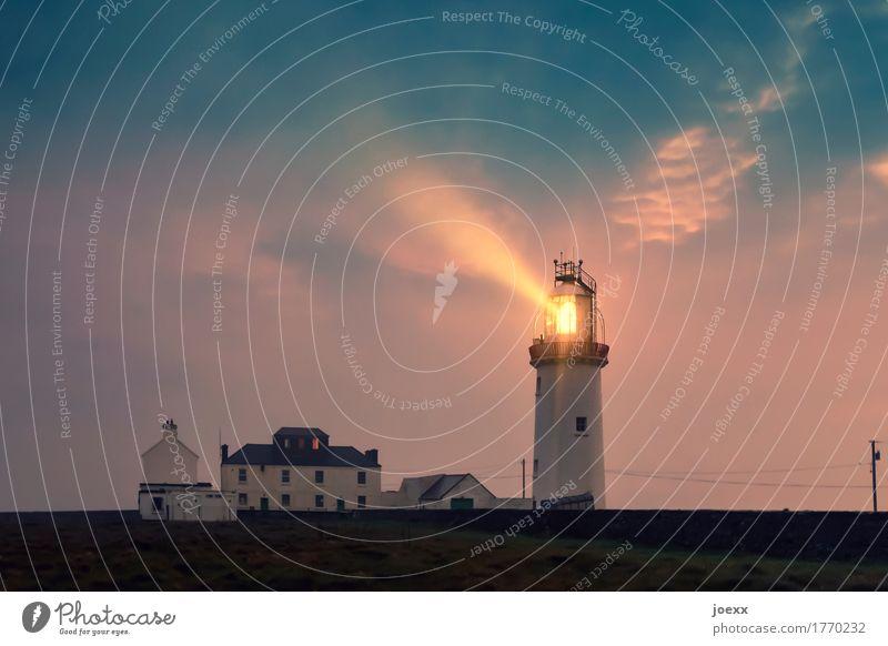 Ich geh mit dir, wohin du willst Himmel Wolken Leuchtturm Schifffahrt leuchten alt groß hell maritim Heimweh Fernweh Idylle Sicherheit Farbfoto Gedeckte Farben