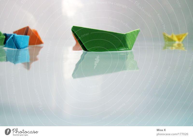 Ahoi II Wasser Meer Freude Spielen Wellen nass frisch Papier Schwimmen & Baden Unterwasseraufnahme Kindheit Badewanne Basteln Spielzeug Reflexion & Spiegelung