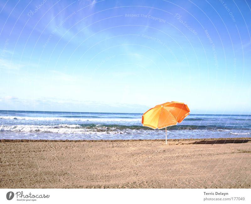 verlassen Natur Wasser Himmel Sonne Meer Sommer Strand Ferien & Urlaub & Reisen ruhig Erholung träumen Sand Landschaft Zufriedenheit Stimmung Wellen