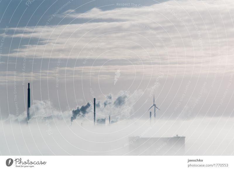 Durchbruch Landschaft Himmel Wolken Klimawandel Wetter Nebel Nebelbank Nebelmeer Nebelstimmung Nebeldecke Nebelfeld Stadt Hafenstadt Stadtrand Skyline