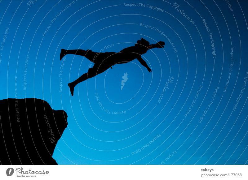Überwindung Freude Ferien & Urlaub & Reisen Freiheit Sommer Meer Sportler maskulin Junger Mann Jugendliche Schwimmen & Baden Mut springen Felsen Unendlichkeit