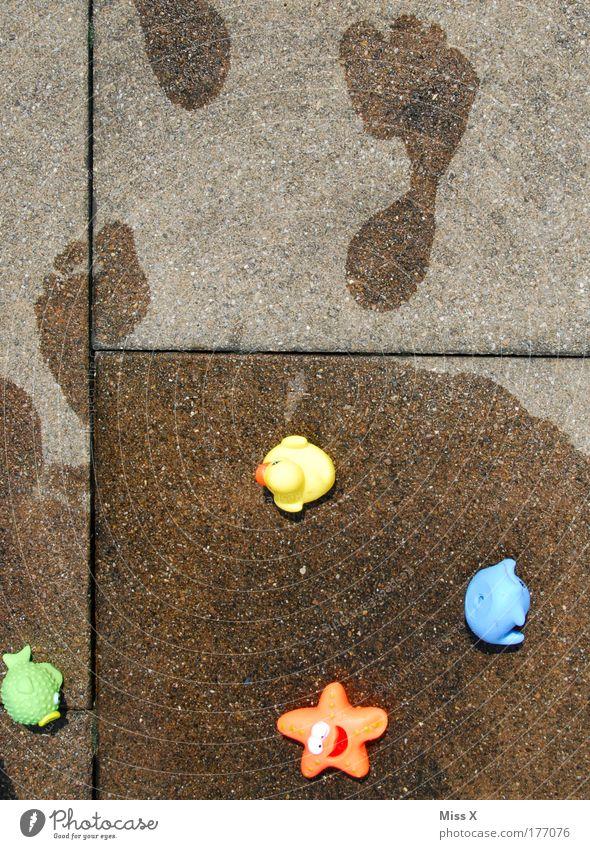 Aus mit dem Badespaß Wasser Sonne Sommer Freude Spielen Fuß gehen nass frisch Fröhlichkeit Schwimmbad Schwimmen & Baden Spielzeug Kindheit