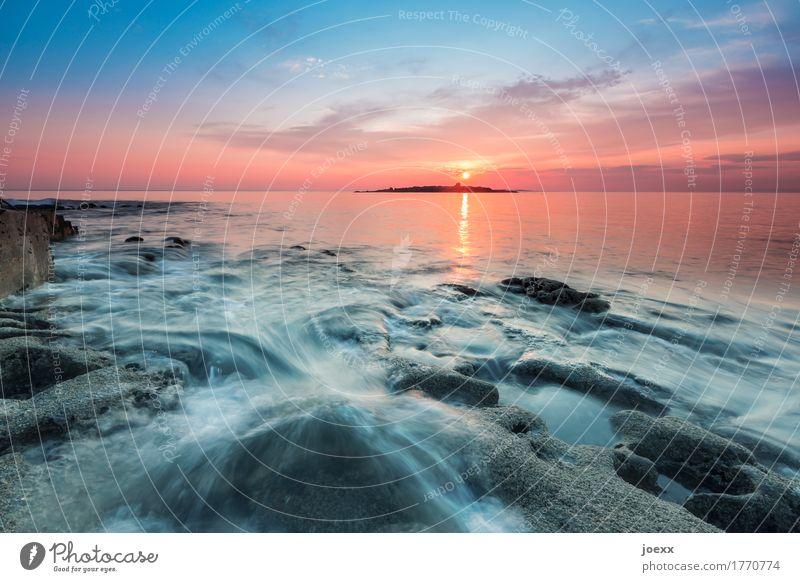 Sonnenuntergang am Meer mit felsigem Vordergrund, Langzeitbelichtung maritim Idylle Seascape Farbfoto Sonnenaufgang Abend Starke Tiefenschärfe Felsen