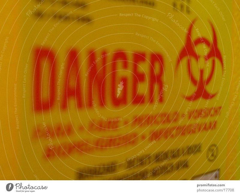 Danger - Gefahr Schlagwort gefährlich Hinweisschild Gesundheitswesen bedrohlich Warnhinweis Typographie Text Schachtel Warnung Englisch Piktogramm biologisch