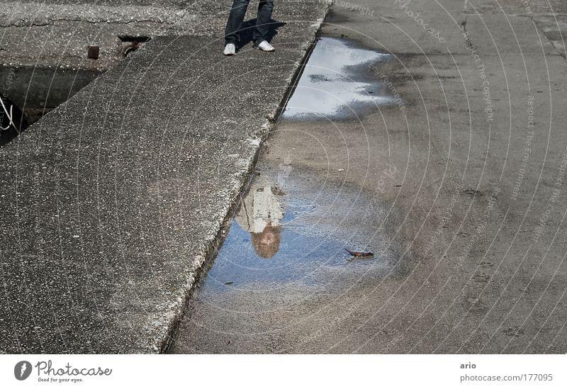 Spieglein, Spieglein... Mensch Straße grau Beton beobachten Hafen Spiegel Kleinstadt