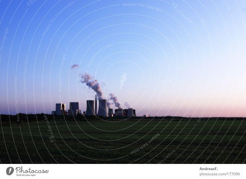 C0² Farbfoto Außenaufnahme Textfreiraum oben Abend Dämmerung Energiewirtschaft Kohlekraftwerk Industrie Umwelt Natur Landschaft Himmel Klima Klimawandel Feld