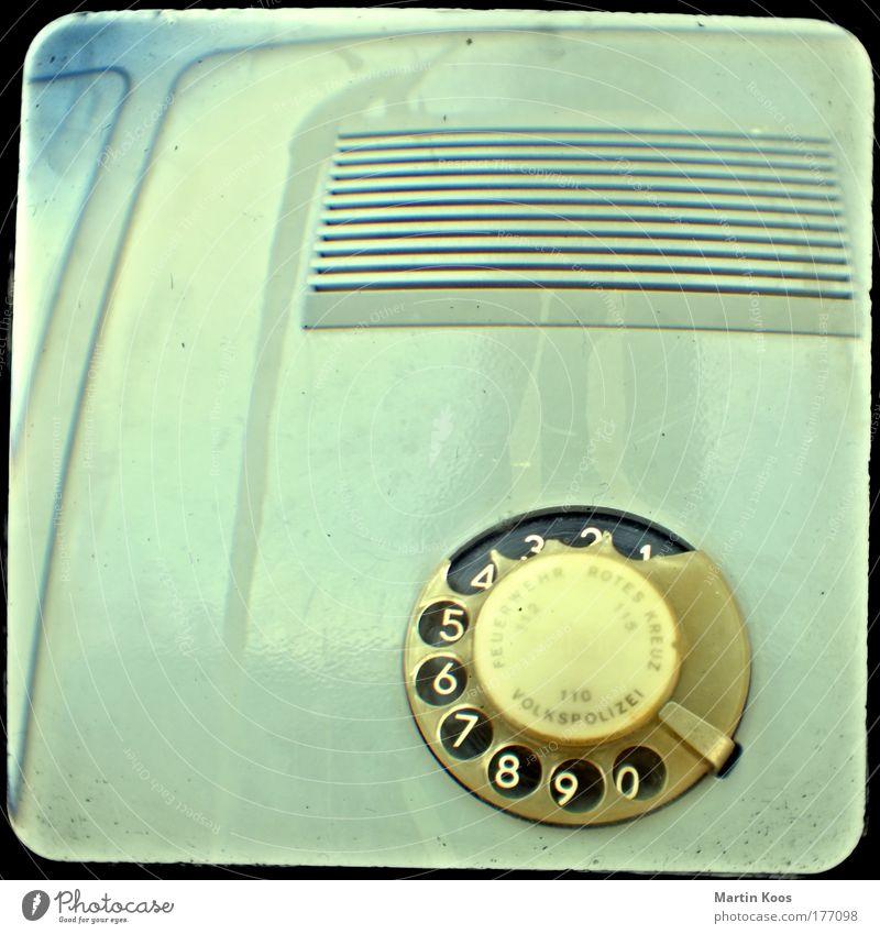 freie wahl Stil Telefon Telekommunikation alt außergewöhnlich retro Kommunizieren Kontakt Wandel & Veränderung DDR Wählscheibe Polizei Notruf 110 Lautsprecher