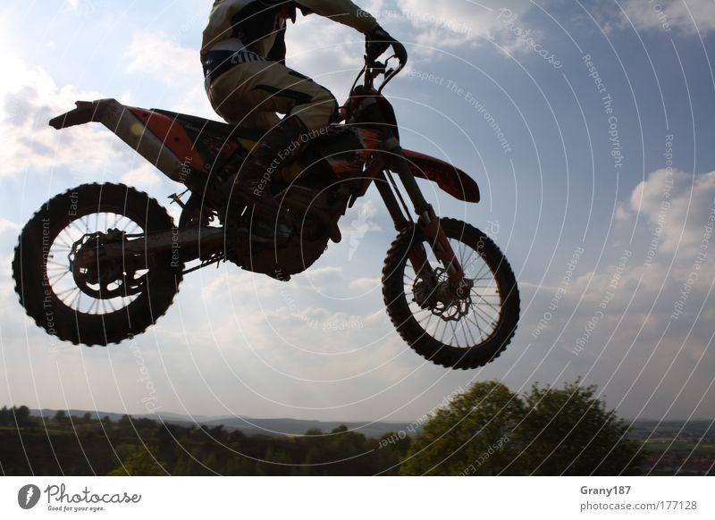 Fly like an Eagle Mensch Jugendliche Mann blau Sommer Sonne Freude Erwachsene 18-30 Jahre Sport Freiheit Glück springen maskulin Freizeit & Hobby sitzen