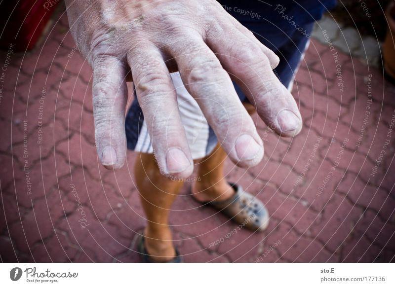 spuren Mensch Mann alt Hand weiß Erwachsene Arbeit & Erwerbstätigkeit Kraft dreckig maskulin Finger Baustelle Industrie Reinigen streichen stark