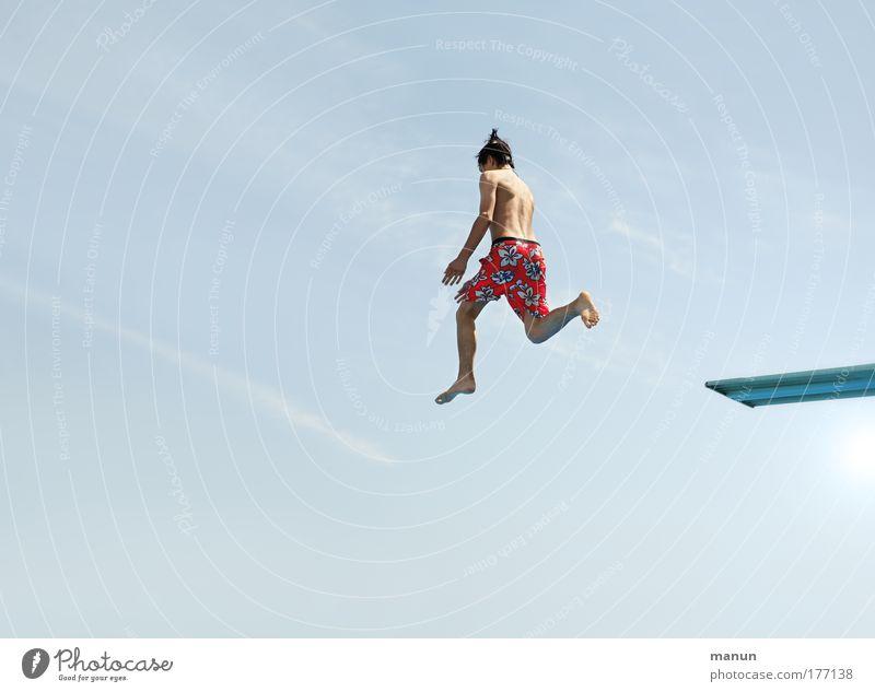 Hupfdohle Mensch Himmel Jugendliche blau rot Sonne Ferien & Urlaub & Reisen Sommer Leben Glück Kindheit Gesundheit nass Schwimmen & Baden maskulin frisch