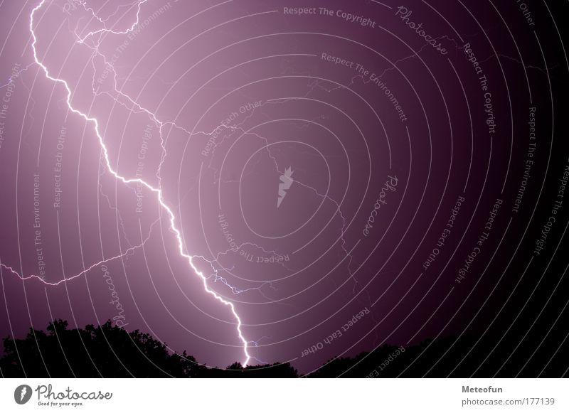 Gewitter - Blitze Farbfoto Außenaufnahme Menschenleer Nacht Lichterscheinung Totale Wetter demütig Angst gefährlich Natur