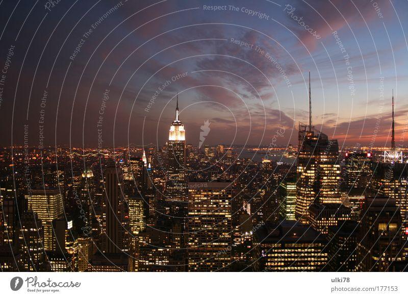 New York Farbfoto mehrfarbig Außenaufnahme Abend Dämmerung Langzeitbelichtung Vogelperspektive Panorama (Aussicht) New York City USA United States of America