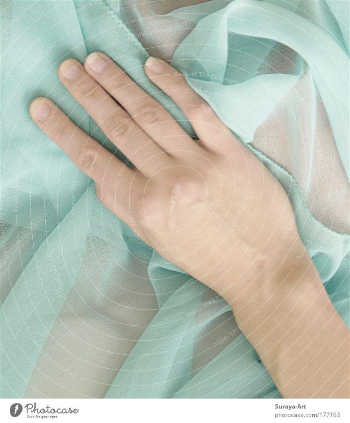 Soft Touch Lifestyle schön Haut Maniküre harmonisch Sinnesorgane ruhig Mensch feminin Junge Frau Jugendliche Leben Hand Stoff berühren ästhetisch nah natürlich