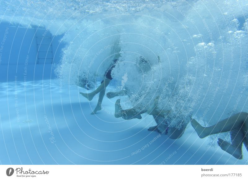 iNbound Mensch blau Sommer Freude Leben kalt Sport Bewegung springen nass Schwimmen & Baden Energie frisch Coolness Schwimmbad tauchen
